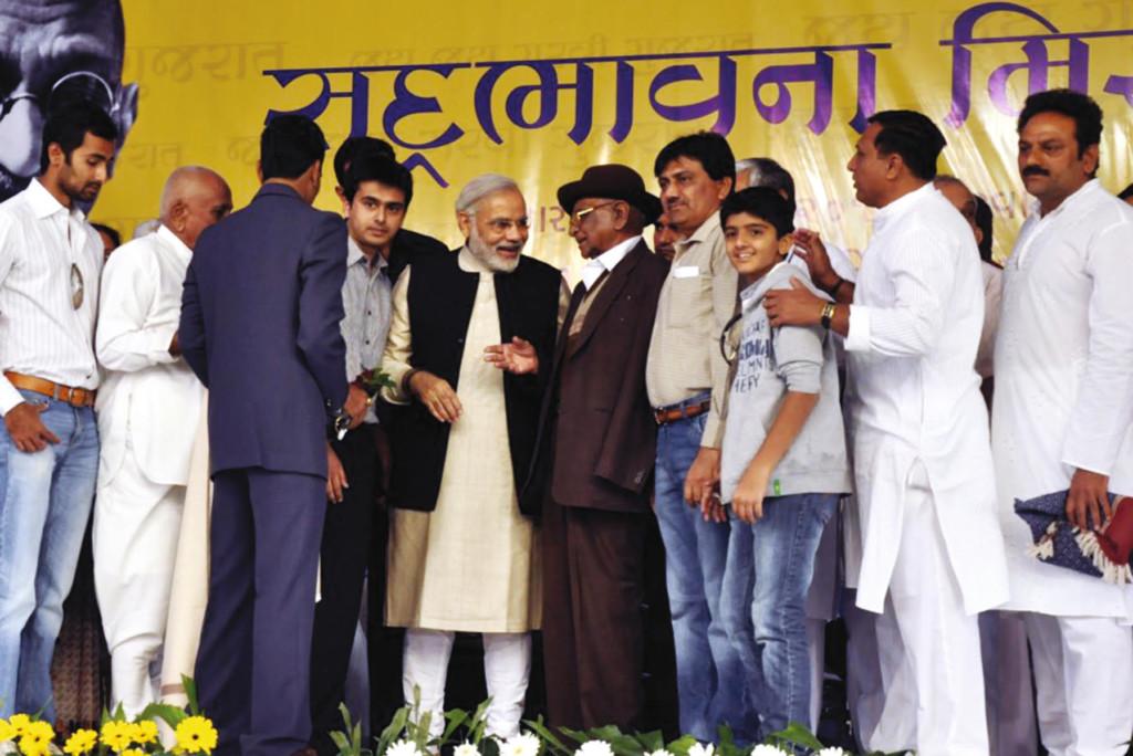Shri B. M. Ratiya, President of Junagadh Maher Samaj with Mahers meeting Shri Narendra Modi Ji at an event